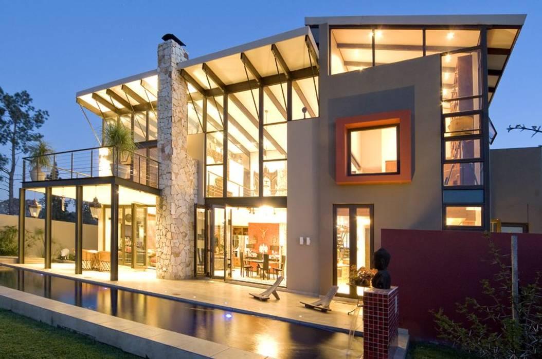 Дома в . Автор – Spiro Couyadis Architects, Модерн