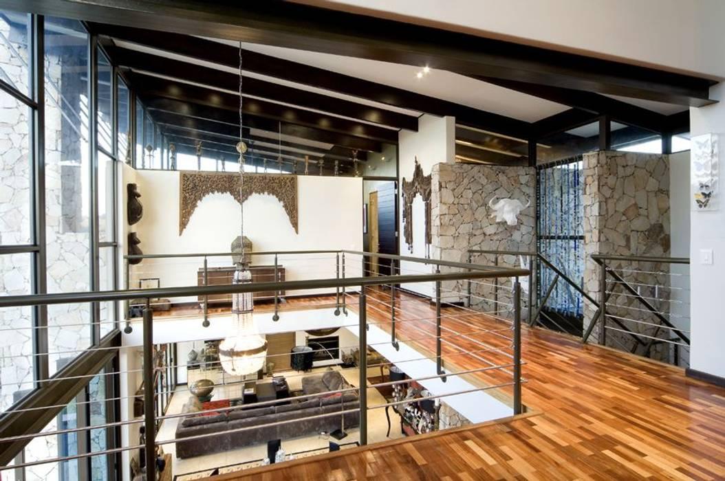 Corridor & hallway by Spiro Couyadis Architects, Modern