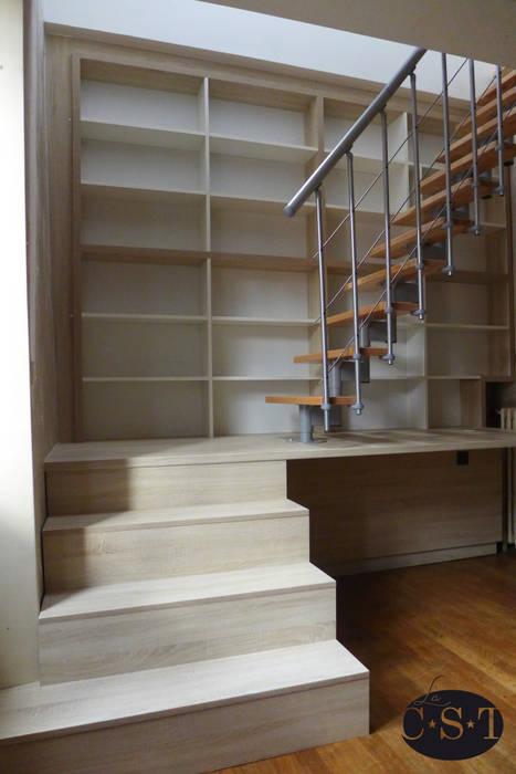 Vue R+1: Un bureau -escalier: Chambre de style de style Minimaliste par La C.S.T