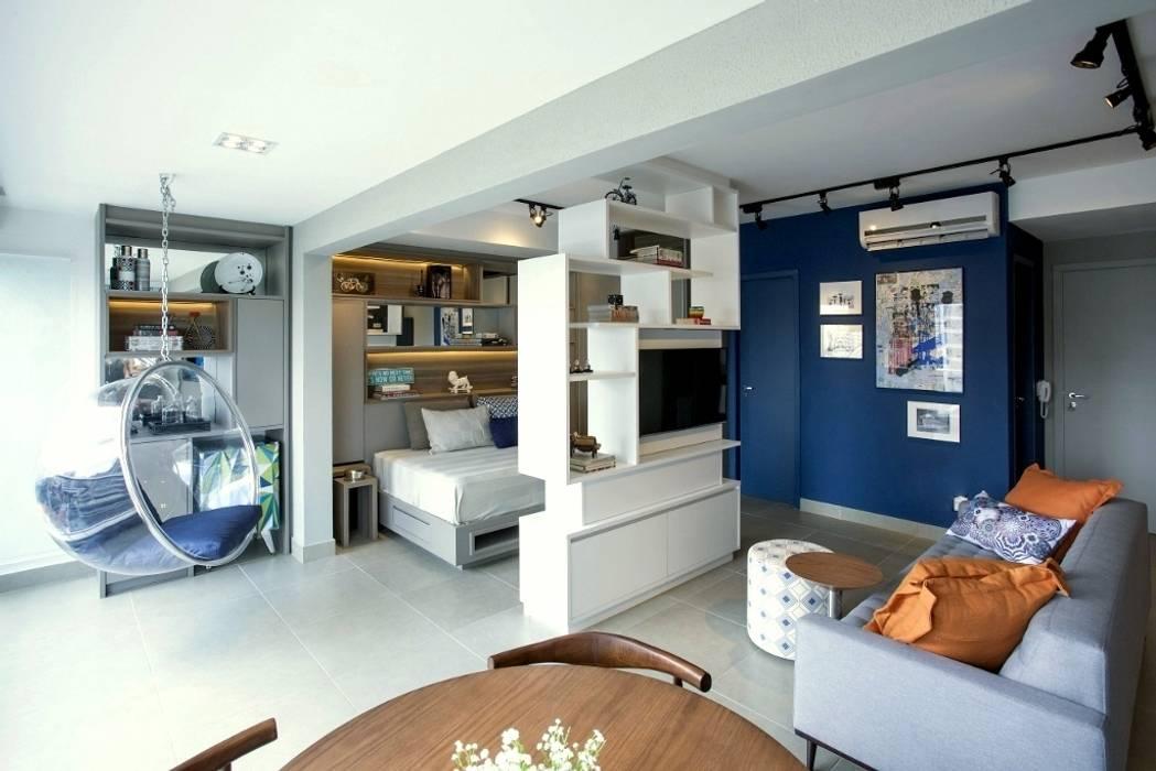 Ambientes integrados Salas de estar industriais por Aonze Arquitetura Industrial Madeira Efeito de madeira