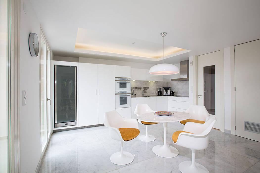 Cocinas modernas: Ideas, imágenes y decoración de Architect Your Home Moderno