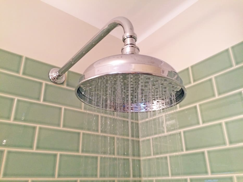 Shower Head Detail:  Bathroom by Absolute Project Management, Country