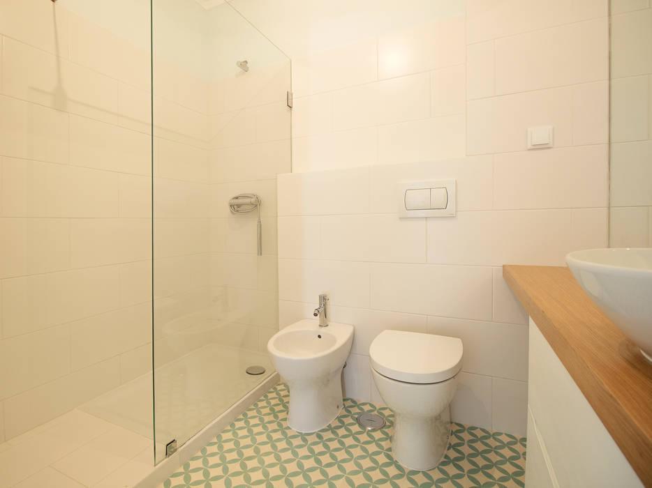 Scandinavian style bathrooms by homify Scandinavian