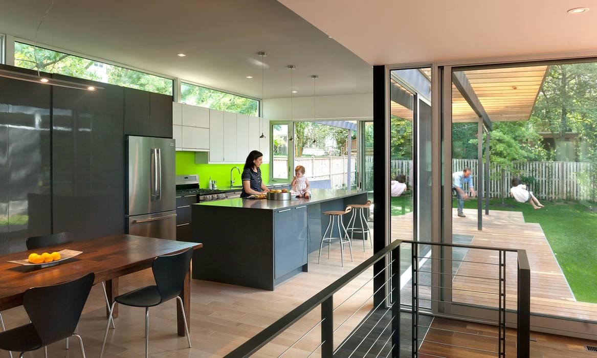 Casa Abierta Modern Kitchen by KUBE Architecture Modern