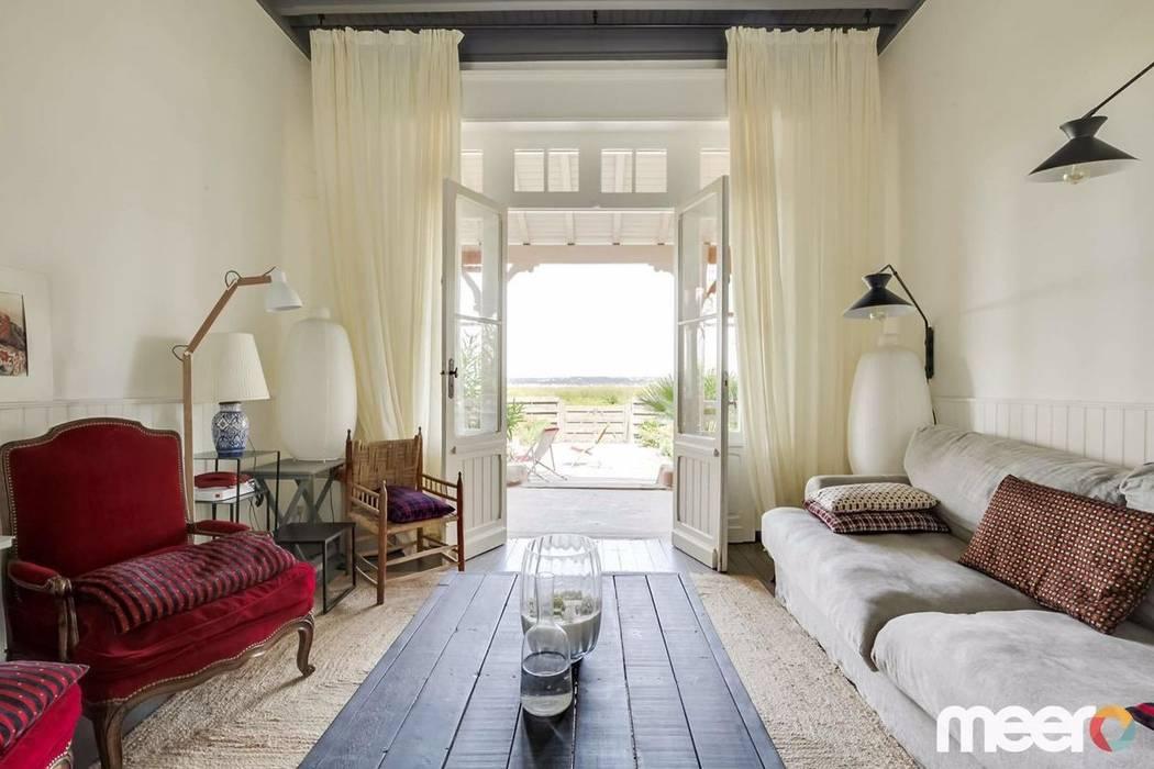 Living room by MEERO, Mediterranean