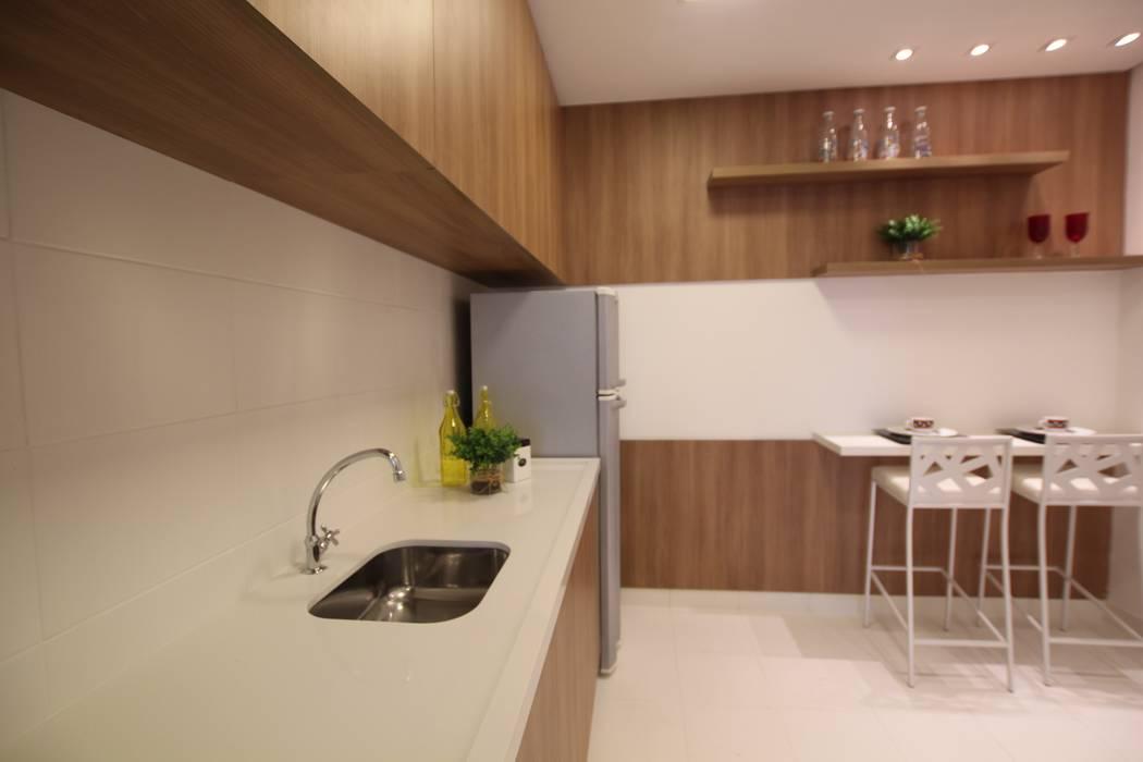 Cuisine moderne par Pricila Dalzochio Arquitetura e Interiores Moderne Bois Effet bois