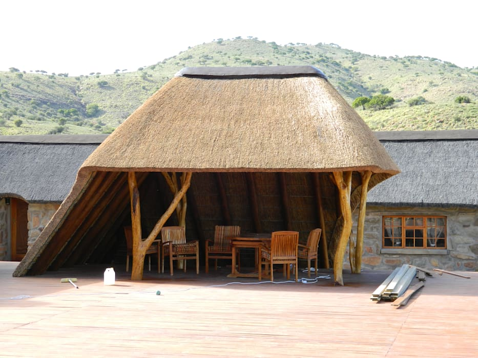 Thatch Lapa on Deck at Game Lodge by Cintsa Thatching & Roofing Rustic