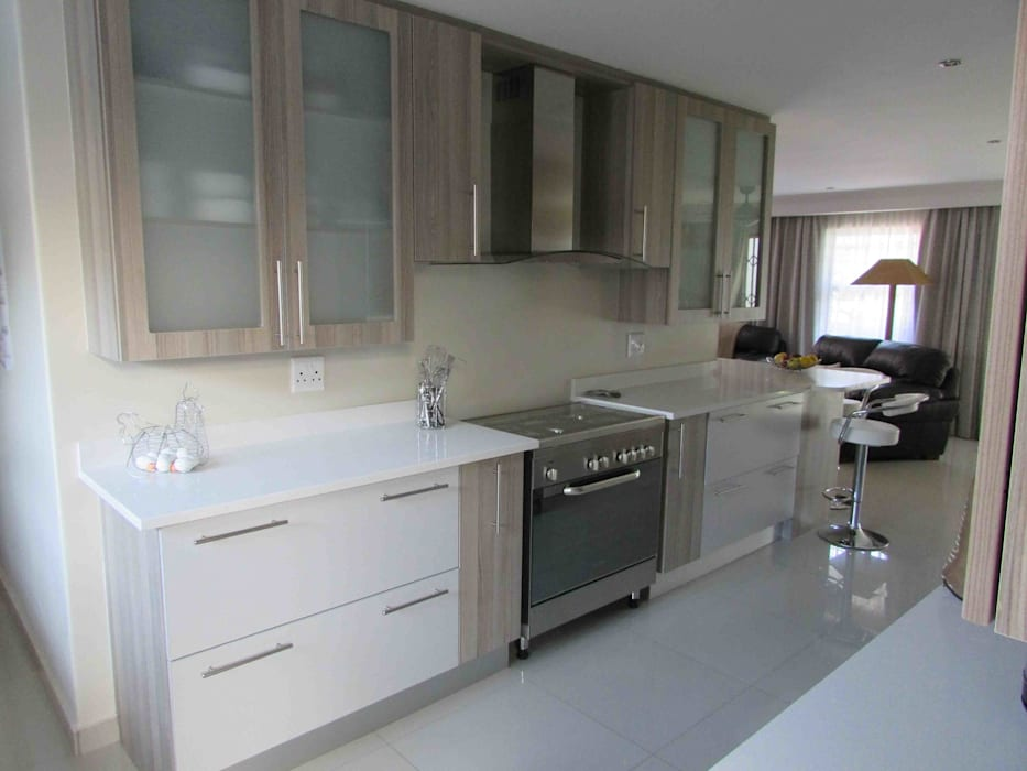 Extentions and Renovations Modern kitchen by DG Construction Modern