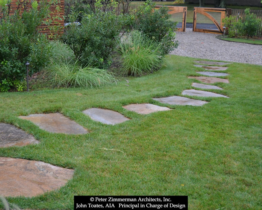 Stepping Stones Classic style garden by John Toates Architecture and Design Classic