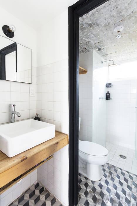 Baño: Baños de estilo  por DOSA studio