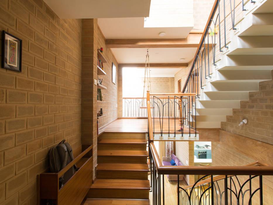 Sempre a subir Corredores, halls e escadas asiáticos por A3 Ateliê Academia de Arquitectura Asiático