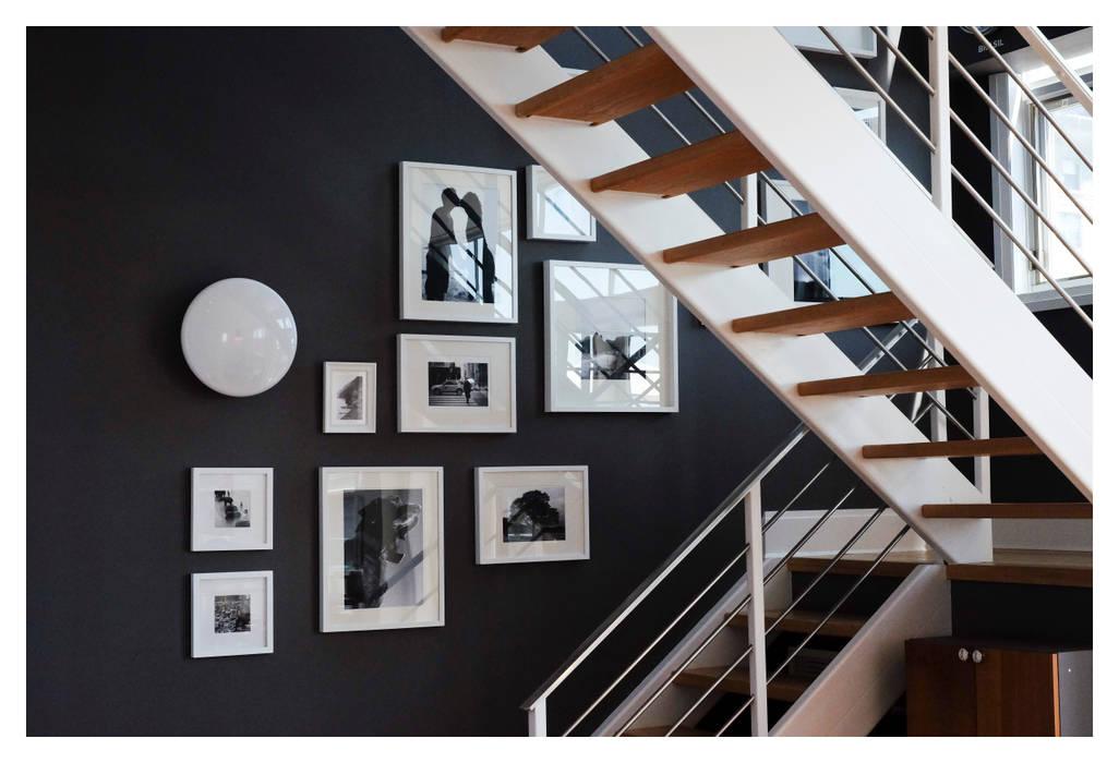Modern Corridor, Hallway and Staircase by La Bocheria Modern
