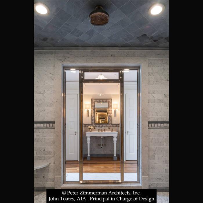 Baños clásicos de John Toates Architecture and Design Clásico