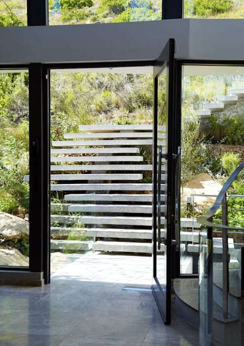 Landscape Stairs:  Corridor & hallway by Jenny Mills Architects