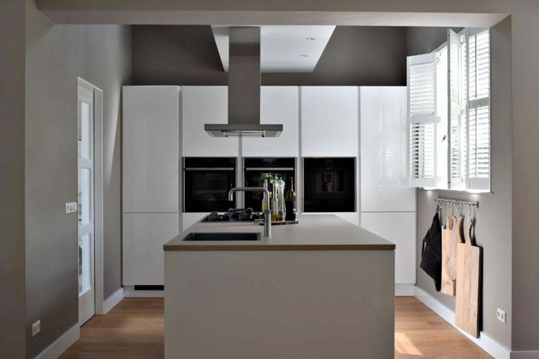 Modern Kitchen by Atelier09 Modern