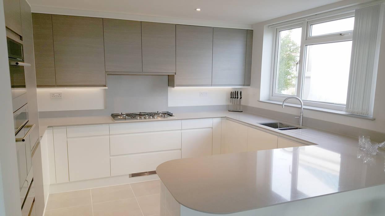 Warm Grey Oak and High Gloss Cream handleless kitchen Meridien Interiors Ltd Modern kitchen