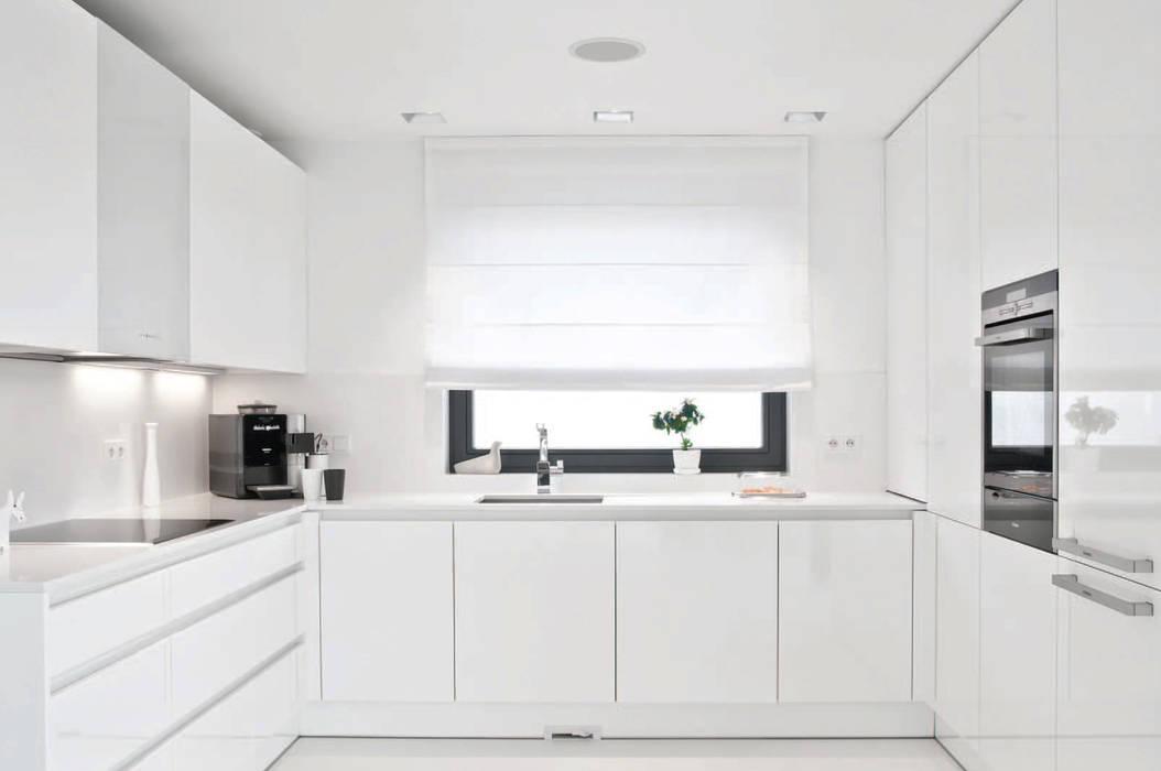 Minimalist kitchen by PULVA Minimalist