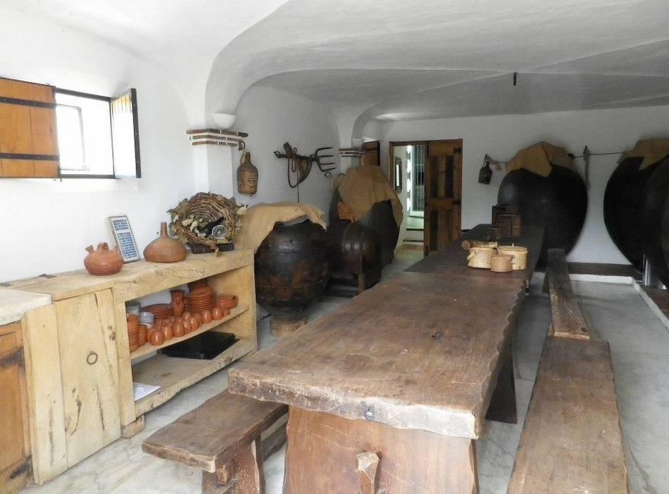 Dining room by pedro quintela studio, Rustic