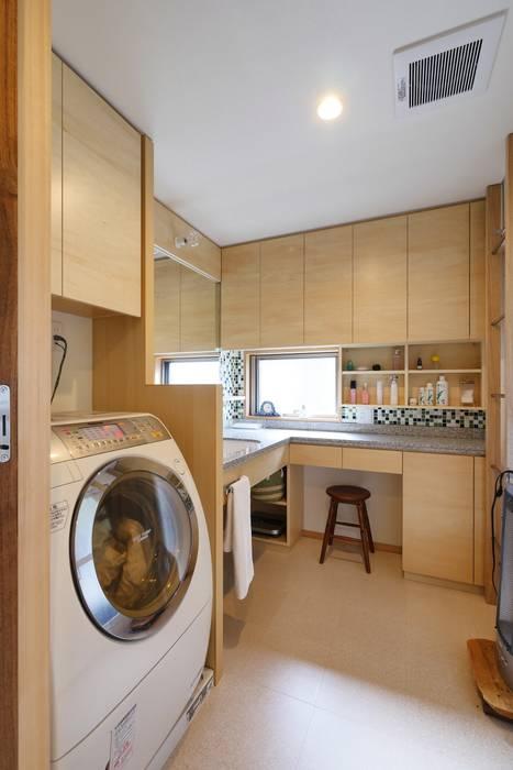 洗面室: 池田デザイン室(一級建築士事務所)が手掛けた浴室です。