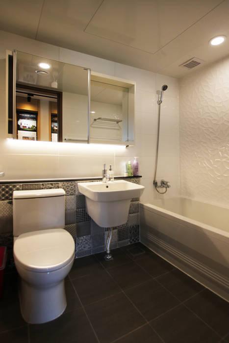 homify Minimalist style bathrooms