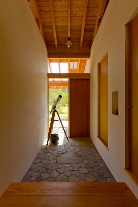 Corridor & hallway by エイチ・アンド一級建築士事務所 H& Architects & Associates