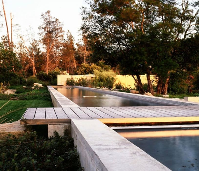 Mit der Wilde Natur den Garten gestallten :  Pool von Ecologic City Garden - Paul Marie Creation,Rustikal