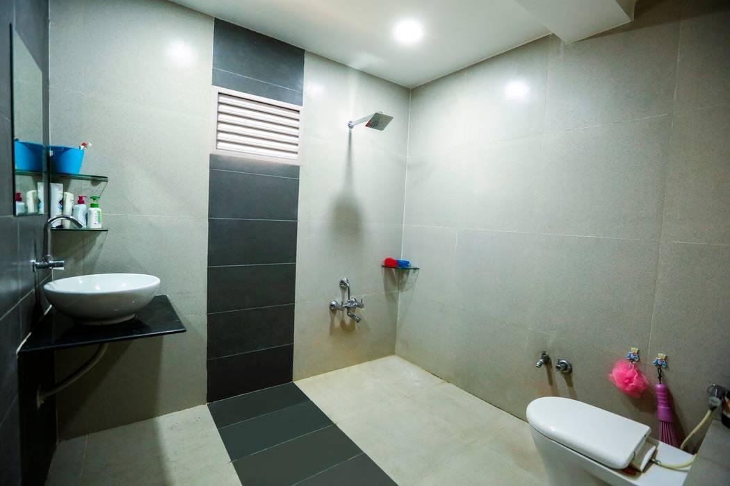 Attached Bathroom Modern bathroom by ZEAL Arch Designs Modern