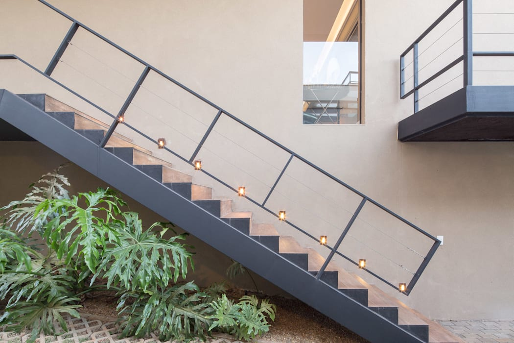 Couloir, entrée, escaliers modernes par Joana França Moderne