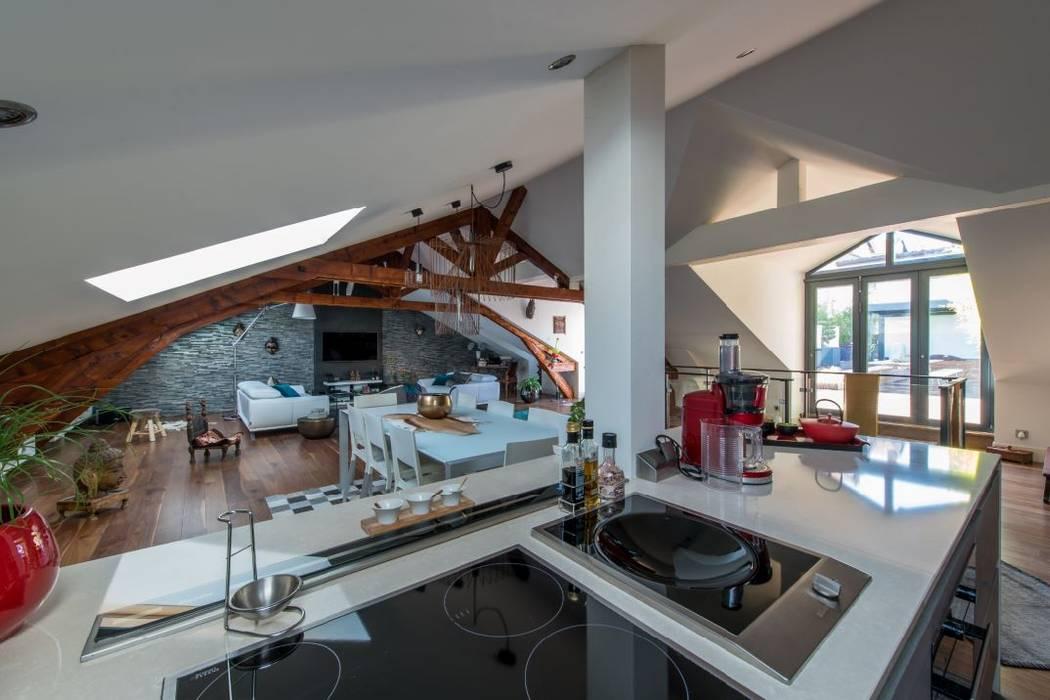 Villa Lisa - Cuisine: Cuisine de style de style Moderne par EURL Atelier d'Architecture Michel Nicoletti