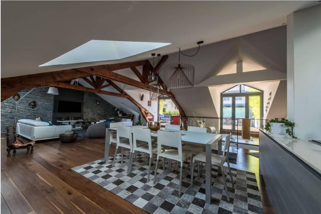 Villa Lisa - Salle de séjour / salle à manger: Salle à manger de style  par EURL Atelier d'Architecture Michel Nicoletti