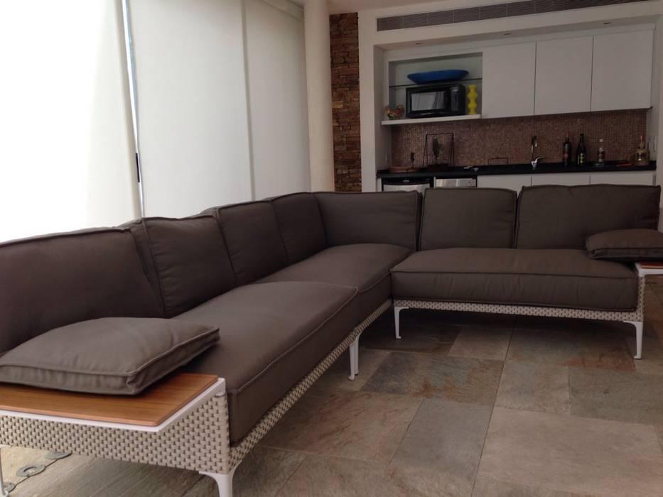 Proyecto Altamira Puertas y ventanas de estilo moderno de THE muebles Moderno