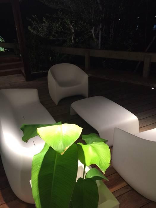 Proyecto Camurí Balcones y terrazas de estilo moderno de THE muebles Moderno