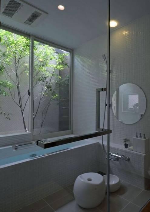 若葉いろの家: FrameWork設計事務所が手掛けた浴室です。