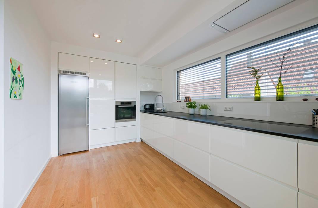 Kitchen by KitzlingerHaus GmbH & Co. KG, Modern
