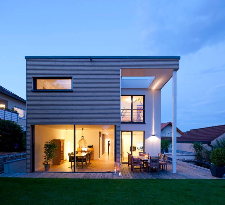 Дома в стиле модерн от KitzlingerHaus GmbH & Co. KG Модерн ДПК