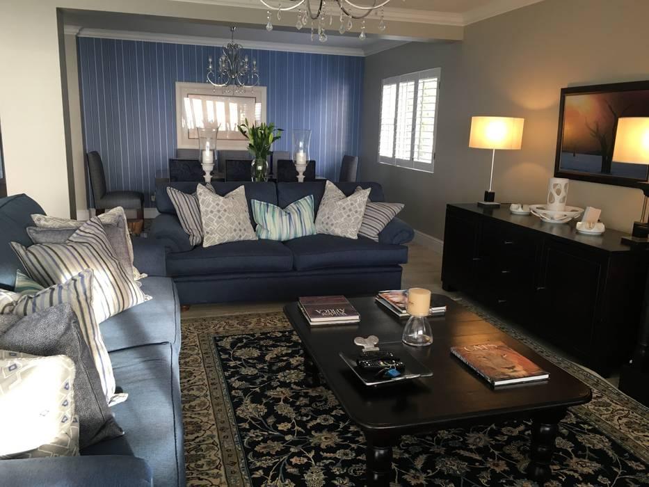 De Kelders Residence Hermanus Western Cape:  Living room by CS DESIGN
