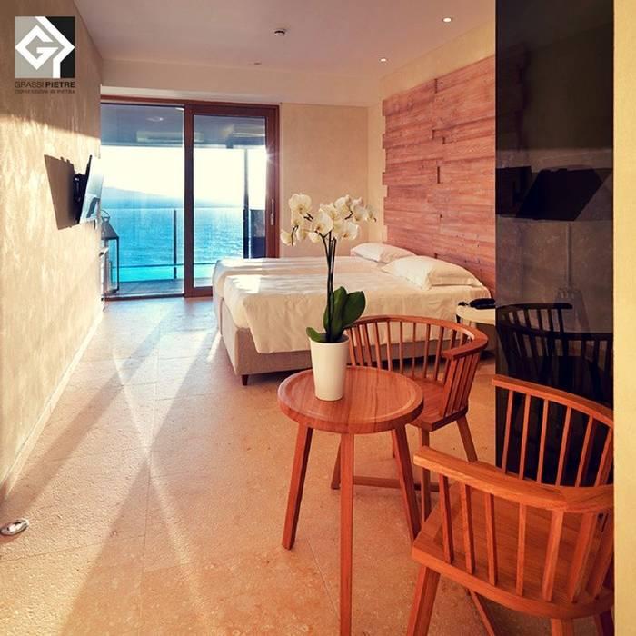 Laqua Spa Sorrento: Hotel in stile  di Grassi Pietre srl