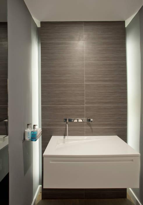 Hinson Design Group Casas de banho modernas
