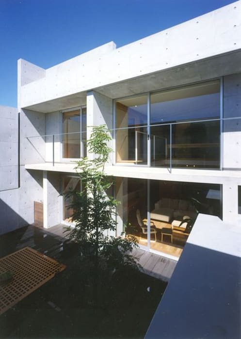 七郷の家: FrameWork設計事務所が手掛けた庭です。