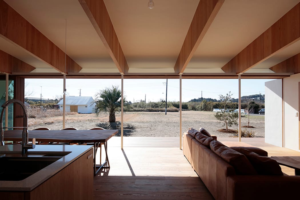 Modern Living Room by 桑原茂建築設計事務所 / Shigeru Kuwahara Architects Modern