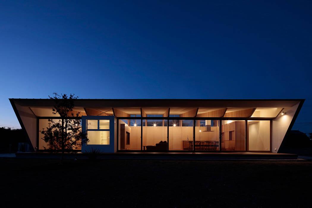 บ้านและที่อยู่อาศัย โดย 桑原茂建築設計事務所 / Shigeru Kuwahara Architects, โมเดิร์น
