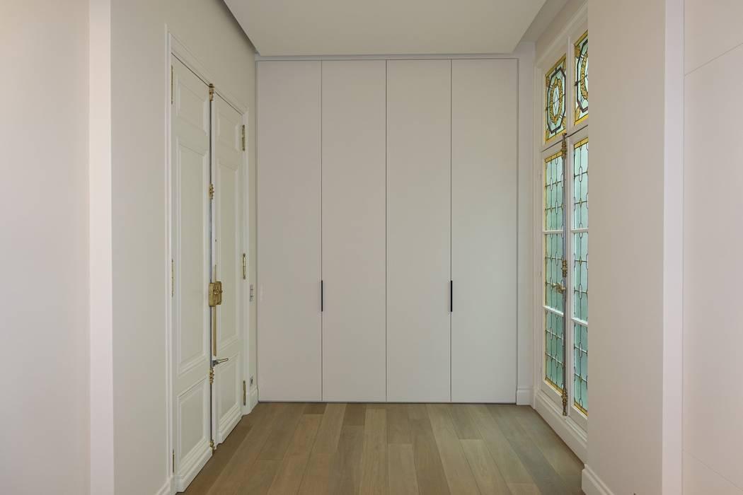 placard d 39 entr e sous tenture ferm couloir et hall d 39 entr e de style par sa2l renovations. Black Bedroom Furniture Sets. Home Design Ideas