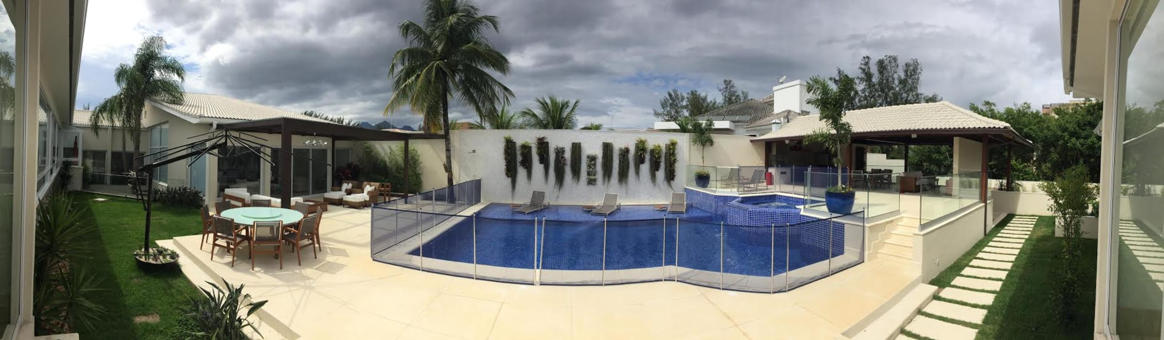 Piscinas de estilo tropical de GEA Arquitetura Tropical