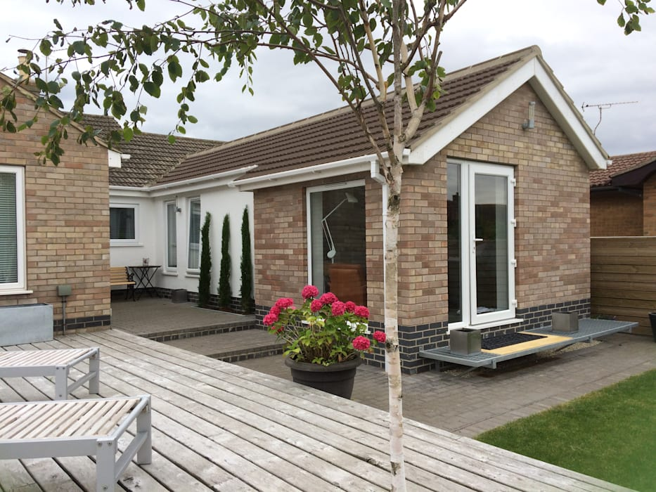 Bungalow Extension at Sutton on Sea, Lincs โดย JMAD Architecture (previously known as Jenny McIntee Architectural Design)