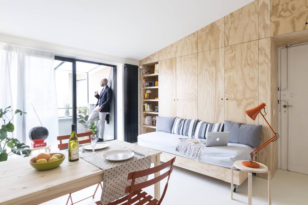 Salon moderne par studio wok Moderne