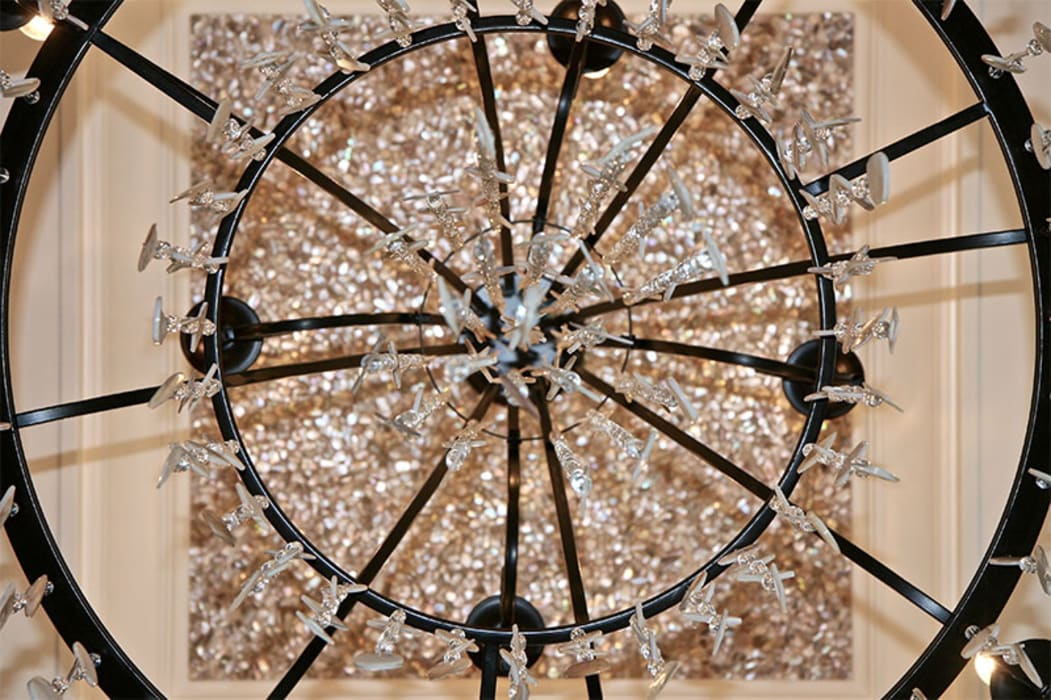 Random Chip Freshwater Mosaic Ceiling ShellShock Designs Comedores de estilo moderno Azulejos Multicolor