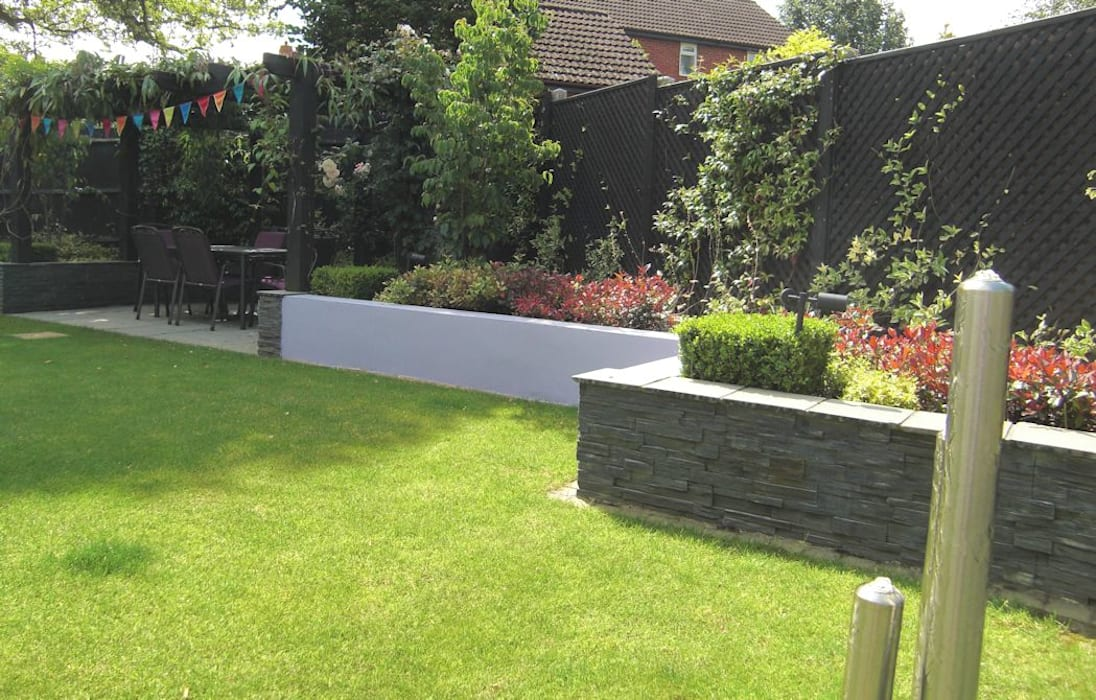 Contemporary garden design Bracknell, Berkshire, UK:  Garden by Linsey Evans Garden Design,