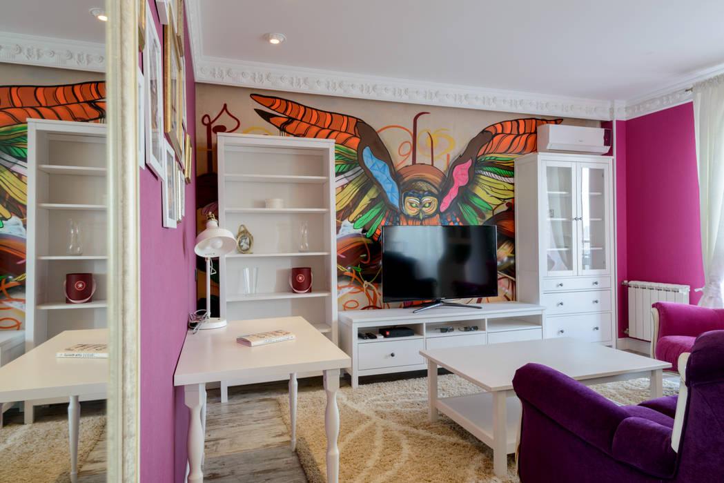 Яркая гостиная на Кавалерийской Гостиные в эклектичном стиле от MARIA MELNICOVA студия SIERRA Эклектичный