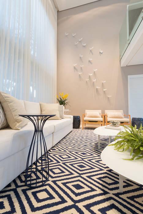 Renata Matos Arquitetura & Business ห้องนั่งเล่นของตกแต่งและอุปกรณ์จิปาถะ ลินิน Beige