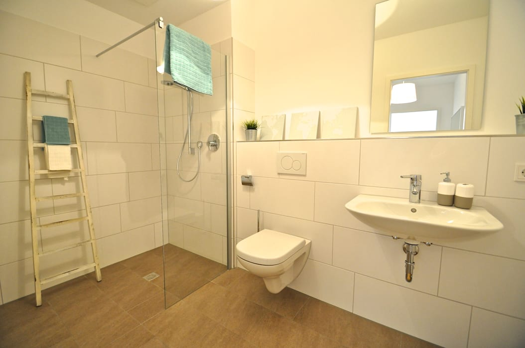 Musterwohnung in Pastell Badezimmer im Landhausstil von Karin Armbrust - Home Staging Landhaus
